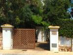 Entrada a Villa Mimosa