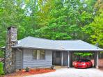 Private, convenient, central to all area venues. Pet friendly Cottage, on 53+ acres with amenities.