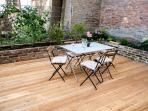 Quiet and lovely garden with a 50m2 wodden patio
