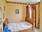 Chambre avec lit individuel