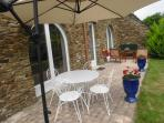 terrasse sur jardin devant séjour et salle à manger, plein sud