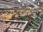 Supermarket 1 minute walk