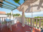 Apartment Vesna Terrace with Sea and Garden View