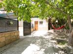 plaza acceso piscina haima