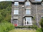 IsyGraig is a large well built Victorian house that once was the home of a slate quarry manager .