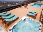 Jacuzzi tumbonas remo piscina