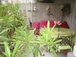 Terrasse au calme, confortable et fraiche  longueur de la terrasse 11 mètres