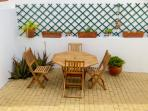 Patio with tables, chairs and barbecue, where you can enjoy Al fresco meals