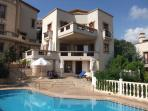 Villa Ikbal (Spacious Villa with 3 Double Bedrooms, Private Pool with Sea and Mountain Views)