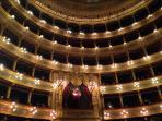Teatro Massimo a circa 800 metri da Casakameusa
