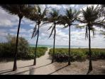 Private access to the beach / Acceso privado a la playa - ComprandoViajes