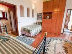 MAIN HOUSE, UPSTAIRS ROOM, SLEEPS 3 WITH PRIVATE BATHROOM