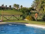 Piscina vista golf