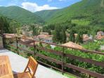 panorama dal terrazzo su Visso e i Monti Sibillini