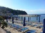 Spiaggia della marina di Lacco Ameno, lungo C.so A. Rizzoli