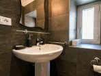 King Bath En Suite