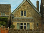 Leys View Cottage a traditional Cotswold stone property built in 1595