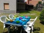tavolo da giardino per pranzare all'aperto