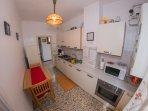 Cucina - completamente attrezzata di Forno, Forno Microonde, Lavastoviglie, Frigo, Posate...