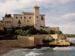 Castillo de Tamarit, en un extremo de la playa de Altafulla-Tamarit.