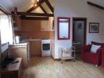 Pinewood Lounge/kitchen