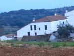 La casa y la aldea desde la dehesa 3