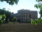 Villa Mattei vista dalla SP77 Val di Chienti