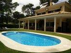 Villa com piscina privada para 12 pessoas no Resort Aroeira Golf perto da Praia