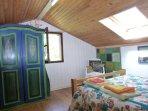 le grand lit de la chambre verte