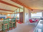 Dine at either the trendy breakfast bar or 6-person dining table.