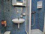 R2(2): bathroom with toilet