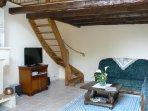 l'accès à la mezzanine .hébergements de vacances en Dordogne, à 2 pas de ST Emilion, et Libourne