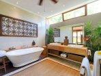 Mandalay Suite Bathroom, Villa Vanna Sedi