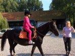 activité proposée aux enfants (selon durée du séjour et météo): initiation à l'équitation!