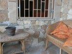 veranda coperta con divani relax