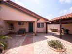 Aruban Tropical Villa in Punto de Oro