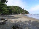 plage privée se trouvant à 150 mètres des maisons
