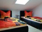 Schlafzimmer 2 Einzelbetten, können auch zusammen gestellt werden.