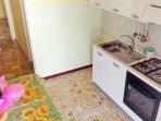 cucina con : Forno, Frigo Fornelli ,Stoviglie.