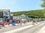 Shops and food outlets at Mawgan Porth