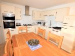 Woolacombe Holiday Cottages Ocean Breeze Kitchen Table
