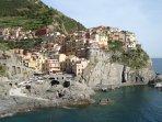 Manarola eines der schönsten Orte der 'Cinque Terre' der Fünf Länder! Mit Schiff von Marina di Massa