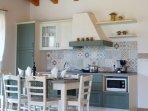 Soggiorno con cucina - Living room with kitchen