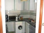 Cuisine équipée, Micro-onde, réfrigérateur, lave linge, lave vaisselle.