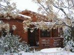 ¡Bienvenidos a Casa LOMILLAS! En el campo y al lado de la ciudad. Bonita y acogedora casa de madera.
