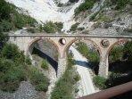 Das Wahrzeichen von Carrara, die ' VARA' Brücke!