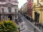 Via Toledo appena fuori il palazzo De Rosa