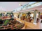 Meeting Room & Store / Sala de reuniones y tienda - ComprandoViajes