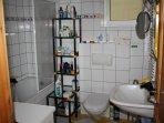 bathroom (combined shower&bathtub) - toilette - washing machine