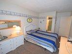 Bedroom,Indoors,Room,Furniture